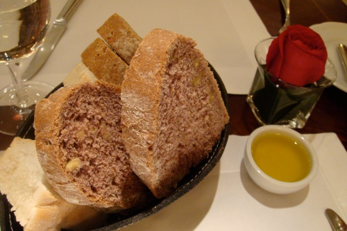 a must in any restaurant: fresh baked bread