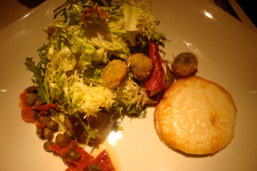 The appetizer: green salads with goat cheese burger