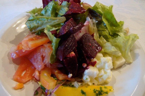 A salad to be accompanied to the main dish: STEAK