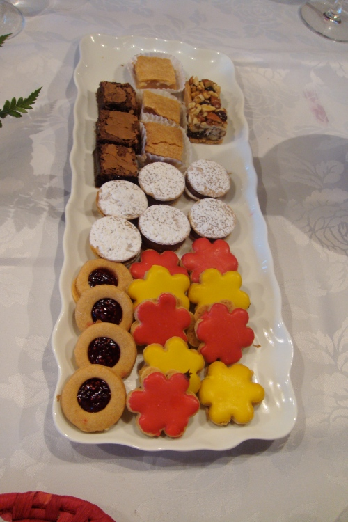 Petit fours for the coffee. I had a square of brownies! ^_^